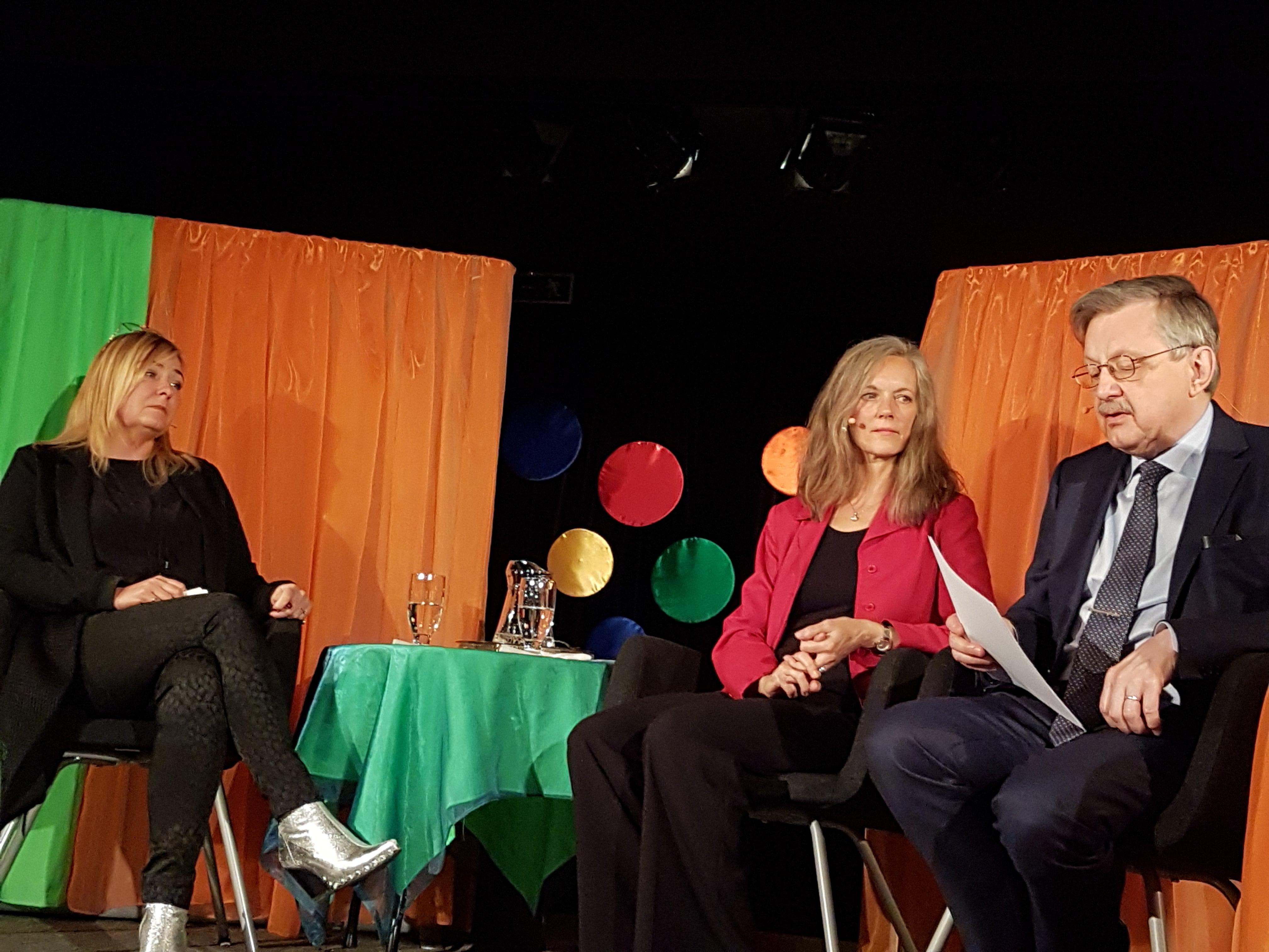 Panelsamtal om medmänsklighet och förlåtelse med årets pristagare Jeanette Åkerlund, Elisabeth Linder, moderator och Karl-Erik Edris, juryns ordförande.