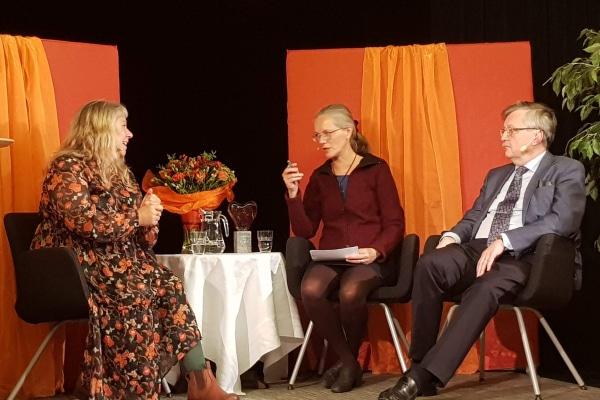 Panelsamtal med Stina Wollter och Karl-Erik Edris under ledning av Elisabeth Linder.